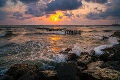Заход солнца Красивый заход солнца Чёрное море Заход солнца моря золота Море захода солнца Стоковое фото RF