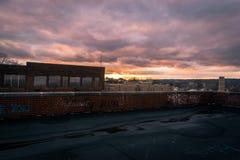 Заход солнца крыши стоковые фотографии rf