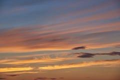 Заход солнца кумулюса и облаков цирруса Стоковое Изображение RF