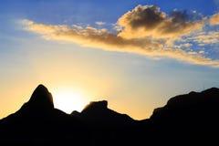 Заход солнца Лагуна Rodrigo de Freitas (Lagoa), братья горы 2 Стоковые Фото