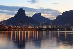 Заход солнца Лагуна Rodrigo de Freitas (Lagoa) Рио-де-Жанейро, Бразилия Стоковое Изображение