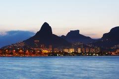Заход солнца Лагуна Rodrigo de Freitas (Lagoa), Рио-де-Жанейро Стоковое фото RF