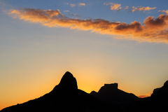Заход солнца Лагуна Rodrigo de Freitas (Lagoa), силуэт горы Стоковые Изображения