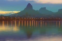 Заход солнца Лагуна Rodrigo de Freitas Lagoa Стоковые Изображения