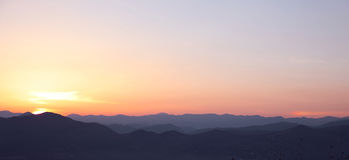 Заход солнца Ландшафт гор гребня, восход солнца неба, backgr природы Стоковые Фото