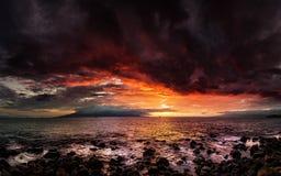 Заход солнца Мауи, Гаваи стоковое фото rf