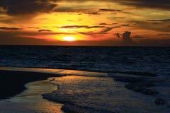 Заход солнца Мальдивы Стоковая Фотография