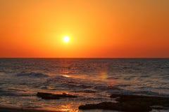 Заход солнца морем Стоковые Изображения