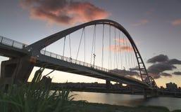 Заход солнца моста луны в вечере Стоковые Изображения RF