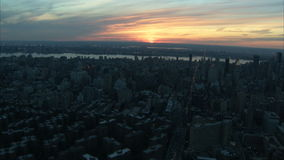 Заход солнца над антенной Нью-Йорка видеоматериал