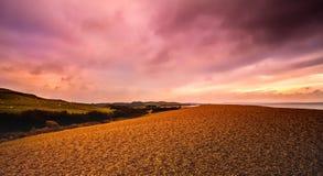Заход солнца над береговой линией Стоковые Фотографии RF