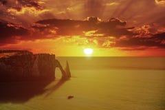 Заход солнца на береговой линии Etretat Стоковое фото RF