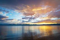 Заход солнца над большим озером Стоковые Фото