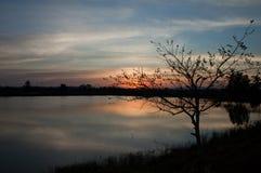 Заход солнца на взгляде реки стоковое изображение rf