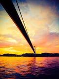Заход солнца над висячим мостом в Бергене, Норвегии Стоковые Изображения