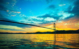 Заход солнца над висячим мостом в Бергене, Норвегии Стоковые Фото