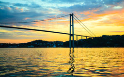 Заход солнца над висячим мостом в Бергене, Норвегии Стоковое фото RF