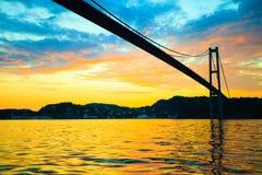 Заход солнца над висячим мостом в Бергене, Норвегии Стоковые Изображения RF