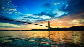 Заход солнца над висячим мостом в Бергене, Норвегии Стоковая Фотография RF