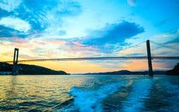 Заход солнца над висячим мостом в Бергене, Норвегии Стоковое Изображение