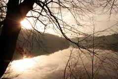 Заход солнца на воде. Стоковые Изображения RF