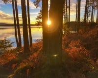 Заход солнца на воде Kielder, парке Нортумберленда, Англии Стоковая Фотография