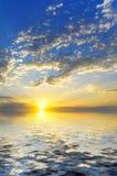 Заход солнца над водой Стоковые Фотографии RF