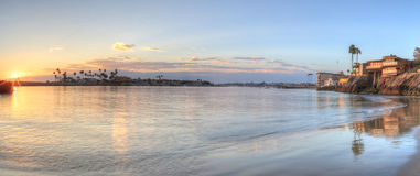 Заход солнца над гаванью в Corona del Mar стоковое изображение rf