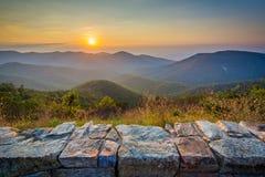 Заход солнца над горами голубого Риджа, от привода горизонта, внутри она Стоковые Фото