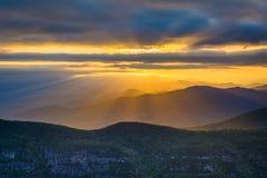Заход солнца над горами голубого Риджа от утеса таблицы, на оправе Стоковые Изображения RF