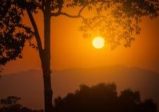 Заход солнца над горами стоковое фото rf