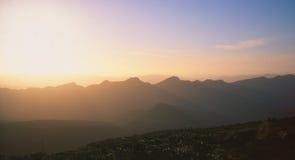 Заход солнца на горах стоковые изображения