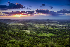 Заход солнца над городком Jogjakarta, Jawa, Индонезии Стоковая Фотография