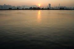 Заход солнца над городом Гонконга стоковое фото