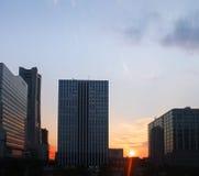 Заход солнца над городским пейзажем Стоковое Изображение RF