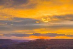 Заход солнца на гранд-каньоне увиденном от точки зрения пустыни, южной оправы Стоковая Фотография RF