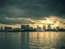 Заход солнца на заливе токио, Odaiba, токио, Японии стоковые изображения rf
