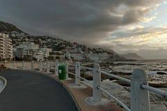 Заход солнца на Кейптауне. Взгляд пункта моря. Стоковые Изображения RF