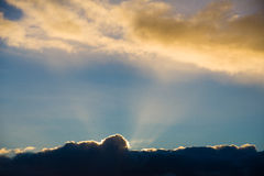 Заход солнца над Корнуоллом, Великобританией стоковое изображение