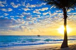 Заход солнца над морем стоковые фото