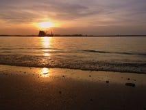 Заход солнца на море выравниваясь тихо Стоковая Фотография RF