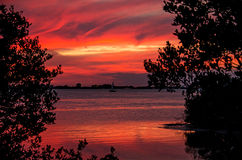 Заход солнца на море выравнивая seascape, парусник, цвета Стоковое фото RF