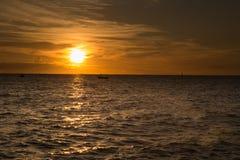 Заход солнца на море разнообразие цветов и оттенков восходящего солнца Стоковые Фото