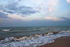 Заход солнца на море шторм стоковая фотография