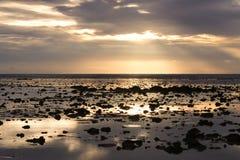 Заход солнца на море Andaman, провинции Trang, Таиланде Стоковая Фотография RF
