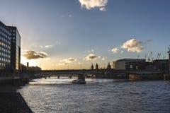 Заход солнца на мосте Лондона Стоковые Фото
