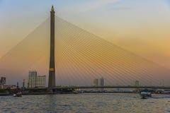 Заход солнца на мосте Rama 8 в Бангкоке Стоковое фото RF