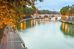 Заход солнца на мосте Sisto в Риме, Италии Стоковые Изображения RF
