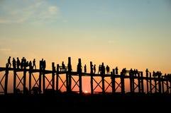 Заход солнца на мосте U-Bein Стоковые Изображения RF