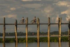 Заход солнца над мостом teak Стоковое Изображение